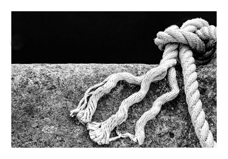 nodo Bond Industry Macro Photography Rope Black And White Blackandwhite Boat Close Up Close-up Detail Knot Macro No People Port Ropes Screensaver Textile