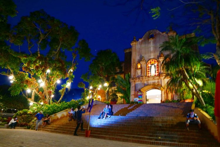 Calaruega church at night 🌃⛪ Easter Sunday Taking Photos Calaruega Nasugbu Eyeem Philippines Night View Of Church Night Photography Church Visita Iglesia People Together People Together By August 3 2016