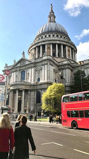 Eyemlostinlondon Architecture Building Exterior Built Structure Travel Destinations Men Women Togetherness Day Outdoors Adult Dome Real People City Sky People Cathedral St Pauls Cathedral Buses London London Bus Londonsouthbank The Street Photographer - 2017 EyeEm Awards