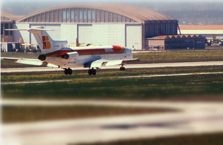 Plane Airport Landing Boeing 727