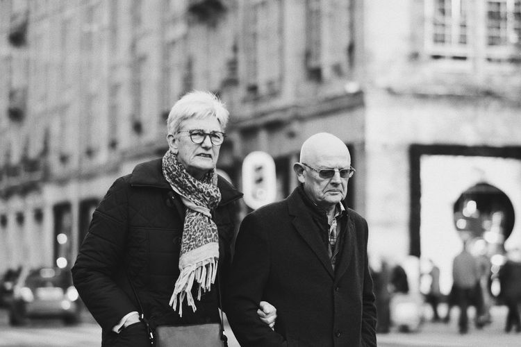 Black And White Blackandwhite Bw_collection Streetphoto_bw Street Photography Streetphotography Couple Front View Building Exterior Real People Two People Focus On Foreground Outdoors Senior Adult Day People City Togetherness Lifestyles The Street Photographer - 2018 EyeEm Awards