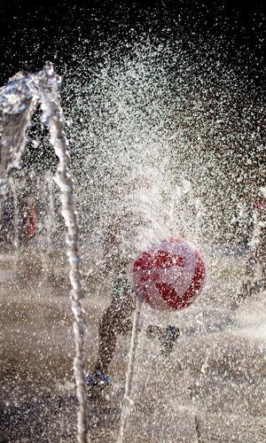 Acqua Giochi D'acqua Ballon Forza Dell'acqua Pallone Rosso E Bianco Splashes Water Water Games