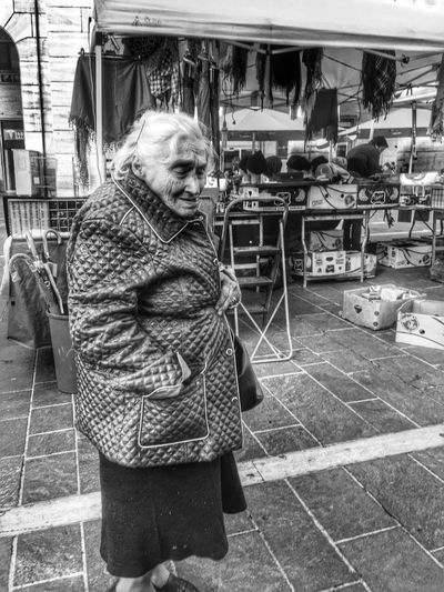 Old lady Streetphotography AMPt - Street AMPt_community Shootermag NEMstreet IPhoneography Taking Photos Blackandwhite NEM Black&white People