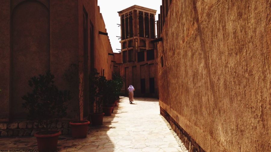 12270 Dubai 🎶 AmosHoffman - Away