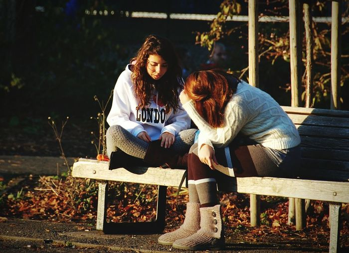 Two People Young Adult Young Women Females Outdoors Beauty Women Autumn Christs Piece Cambridge Bench Sunshine