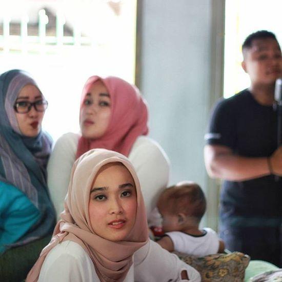 Inilah hasil bikin film kemaren..disutradarai oleh @ibnu_afandi and talen @huzaifahzh sekian dan terima kasih.. Film Behidethescene Bestmoment Behide Candid Sabyan Photograph Photomodel Photographie  Photoshoot Photooftheday Indonesiaart INDONESIA Scene Happiness Vcocam Cinema Cinemaphotography Cinematography Hijabstyle  Hijaberjakarta Liputanhijab Jilbab Hijabers