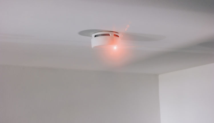 Smoke detector mounted on roof in apartment Smoke Alarm System Emergency Firefighter Office Roof Smoke Sound Above Alarm Apartment Danger Detector Escape Fire Fire Detector House Monitoring Monoxide Protection Rescue Safety Smart Home Smoke Detector Warning