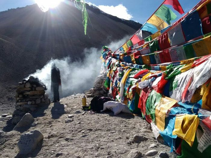 Mountain Mountainview Mountain View Mountain_collection Mountains Prayer Flags  Perfect Moment Captured Moment Moment Lens Naturallife Naturelovers Nature_collection Human Und Nature Natural Beauty Nature Photography Natural Enjoying Life Taking Photos Enjoying Nature Go To Tibet Tibet China Mobile Photography Mountain Everest Been There.