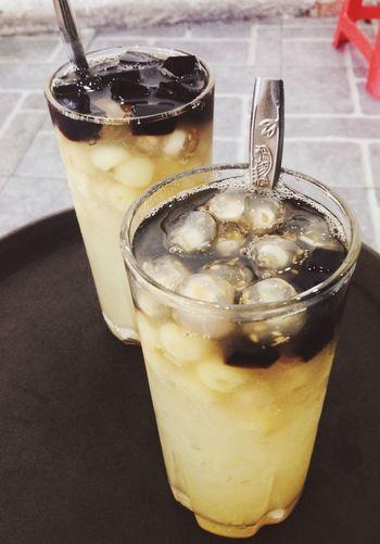 Nước chè vs thạch ngon :x hạt sen ngọt quá còn chân trâu (trân châu @@) dai quá :3 Lozi Hanoifood In My Mouf Food Porn