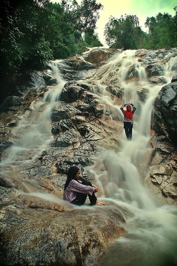 Relaxing Water Extreme Sports Spraying Men Full Length Adventure Sky Waterfall Rushing Rapid Power In Nature Stream Splashing Falling Water Flowing Long Exposure Hiker Friend Flowing Water Countryside Force Stream - Flowing Water Rock Face The Great Outdoors - 2019 EyeEm Awards