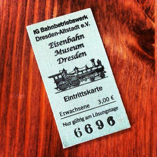 Fahrkarte gelöst! Lohnt sich für kleine und große Männer!