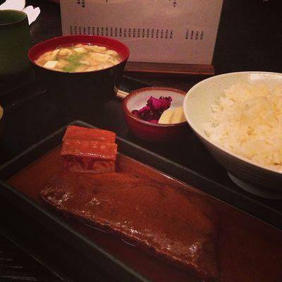 今日のお昼は、サバの味噌煮。(味噌燉鯖魚)
