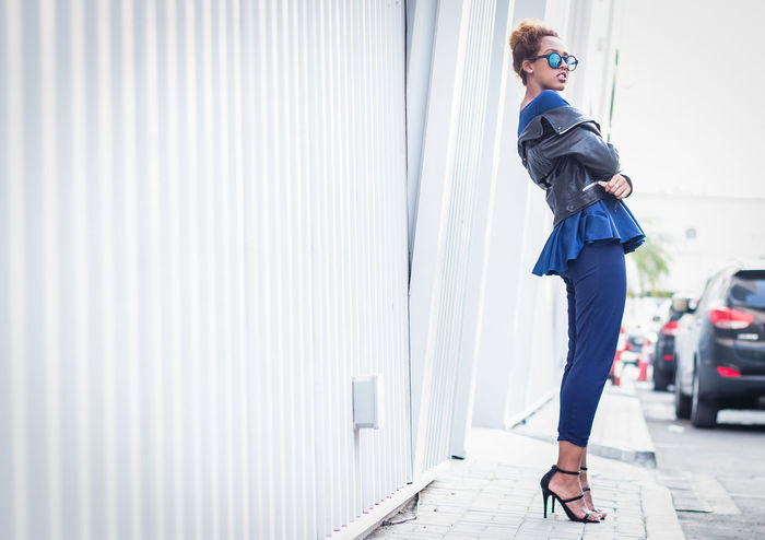 Leather Jacket Lifestyle Winter Blog Businesswoman Fashion Blogger Fashionista Full Length Leather Jacket Lifestyles One Person Sunglasses Well-dressed Women Young Adult Young Women