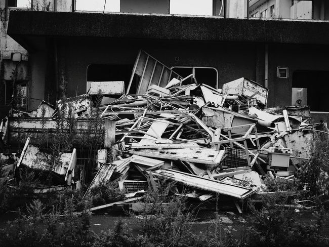 Monochrome Photography Architecture Damaged Built Structure Obsolete Abandoned Building Exterior Run-down Old Bad Condition Outdoors Day Messy Iron - Metal No People Heap Debris Japan Kesennuma High School