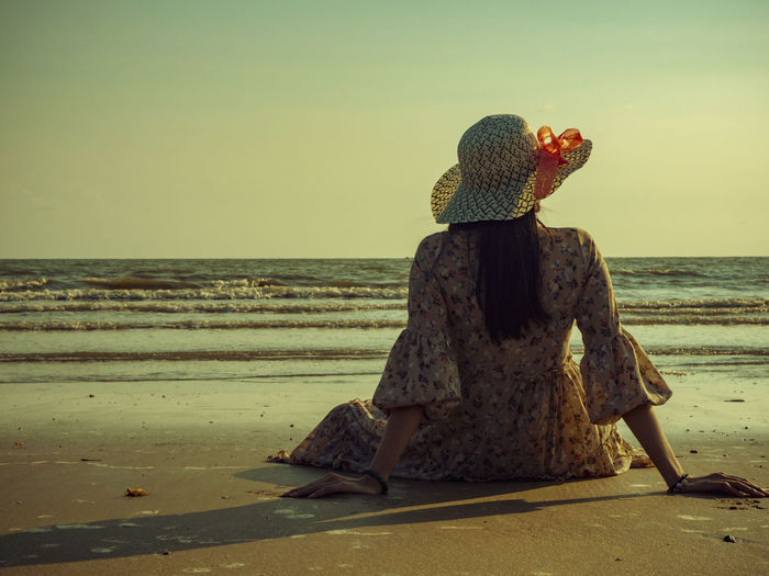 This summer, let's go to the sea. Sea Water Horizon Horizon Over Water Beach Sky Land Rear View Nature Real People Scenics - Nature Beauty In Nature Tranquil Scene Clear Sky Tranquility One Person Lifestyles Full Length Outdoors Hairstyle
