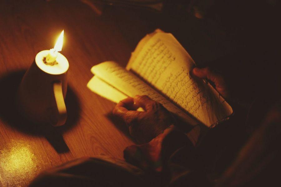 Recite in dim light Arabic Reading Candle Light Dark Quran Recite The Holy Quran Recites And Pray