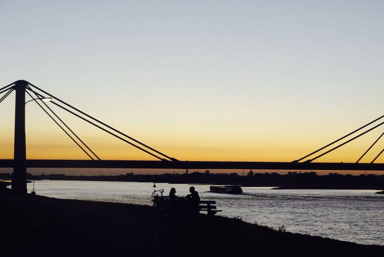 Ondergaande zon , stelletje Bridge - Man Made Structure Silhouette Sunset