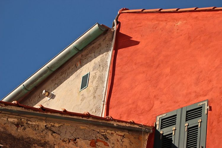Tellaro, Lerici. Asimmetria di tetti. Blue Sky And Roof Walls Colorful Tetti  Tellaro Liguria Italy Historical Buildings Histiorical Village Liguria,Italy Liguria - Riviera Di Ponente Building Exterior Architecture Built Structure Low Angle View Sky No People Nature Day Wall - Building Feature Building Sunlight Clear Sky Shadow Wall Outdoors House Blue Roof Old