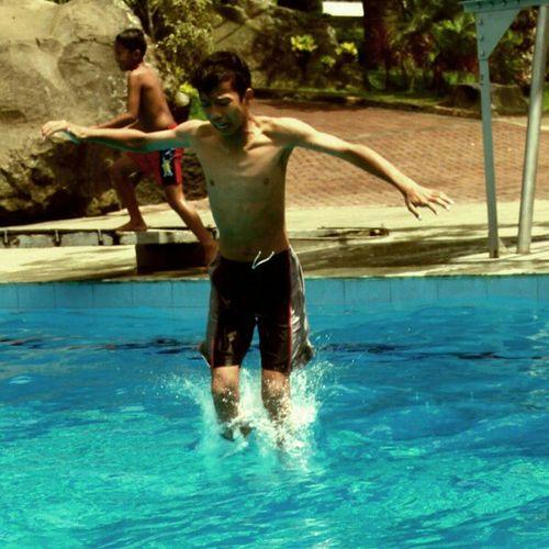 Waaaaaaah *byuuuuuur Upload bersama @instanusantara Inub1902 Upload sendiri Instanusantaraportrait Instanusantara Instanusantaramalang Instapeople Instaphoto Instadroid Instamalang Instadaily Photooftheday Photograph Swimming Swim Ig_people IGDaily