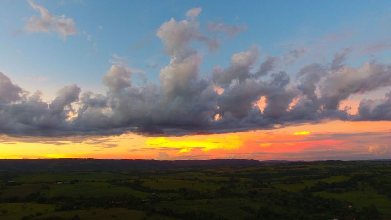 Explosão de cores no entardecer Dronephotography Drone  Rural Aerial View Aerial Shot Aerial Photography Clouds And Sky Clouds Sky And Clouds Cloud Morning Sunbeam Sunset Cloud - Sky Sky Forest Fog Nature Rural Scene Field Landscape Travel Environment Mountain Sun Scenics Yellow Silhouette