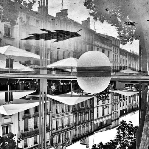 La première feuille morte dans le reflet de la ville. L'automne n'est pas loin. #niort #igersniort #igersfrance Deuxsevres Reflection_perfection Reflection Igersniort Streetphoto Poitoucharentes Streetphoto_bw Placedelabreche Niort Reflectionstory Bnw Exks_reflection Shootermag Puddle_warfare Bws_worldwide Rsa_reflection_shotz Shotaward Reflection_fun Tribegram A_reflection_in_time Wicked_flip Reflect_puddles Puddlegram Alenversoualendroit Igersfrance 1autremonde Reflection_shotz Bnw_universe