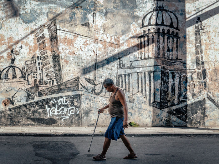 Walking in Havana Cuba Cuba Collection Cuban Street Graffiti Havana Adult Architecture Cuban Life Graffiti Wall Street Photography Streetphotography Walking Around The City  EyeEmNewHere