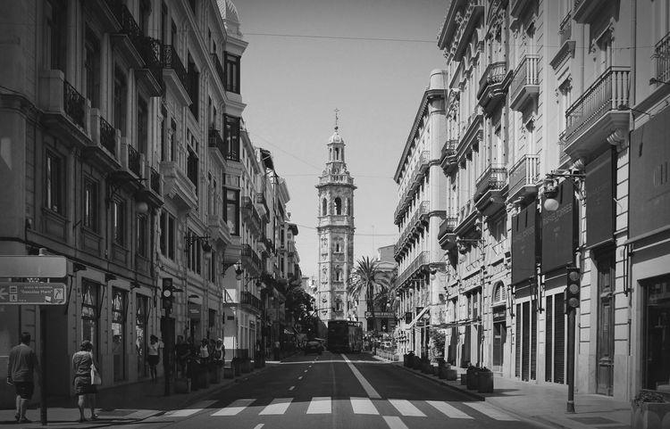 Monochrome Photography Architecture The Way Forward City Life TowerStreet Black & White Huawei Streetphoto_bw Monochrome Santa Catalina Calle De La Paz Bnw Valencia, Spain Outdoors Narrow