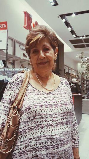 eres una persona maravillosa te re amo ellia eres la mejor abuelita del mundo te amooo y que sigas asi con mucha salud eres hermosa te amo dios te bendiga ellia eres la mejor