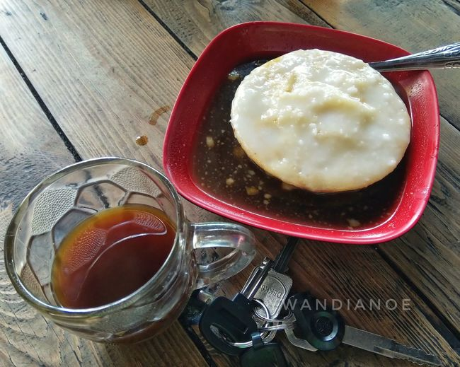 Klop banget! Bingits... Bangeuddd Family Time Breakfast Surabi Serabi Traveling Coffee Ginger Coffee Drink Table Drinking Glass Red Still Life Close-up Food And Drink