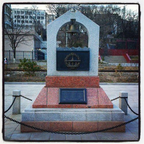 Памятник подводникам  Владивосток