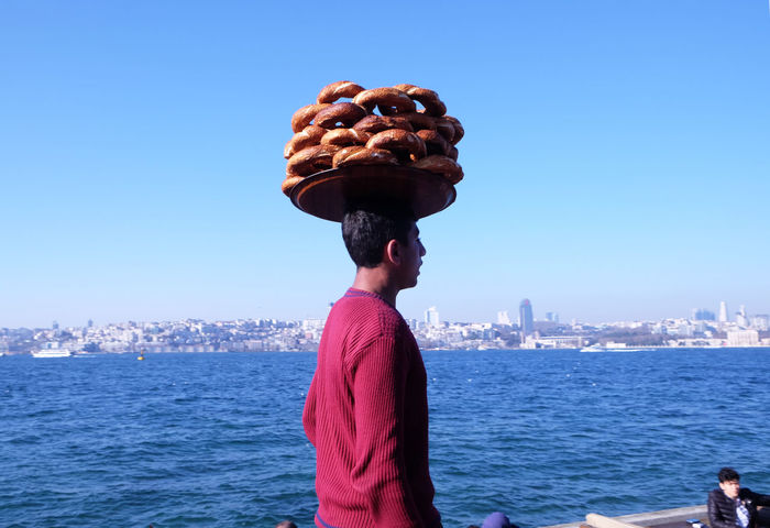 Street Vendors at the Bosporus At The Bosporus City Clear Sky Istanbul Turkey Parfume Parfume Seller Simit Seller Simitçi Street Vendor Sunday Afternoon Chill Turkish Bagel Mechant Urban Skyline Waiting Game