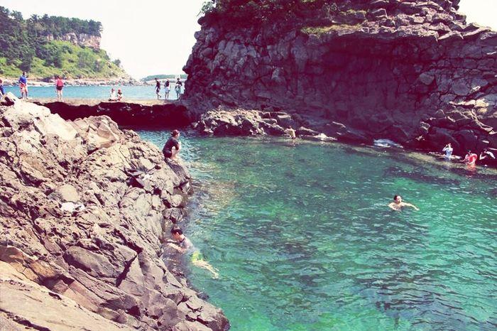 유상무가 상어 잡고 패대기 친 황무지 해안 ! JEJU ISLAND  Travel Swimming