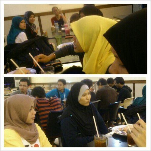 Makan makan makan ramai ramai ! Classmates Arau Perak Friends together hangout happiness