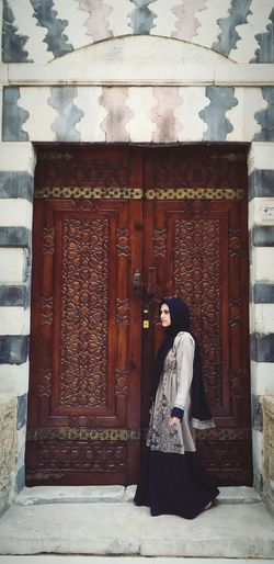 #youngwoman Mosque #Islamic_architecture #islam Women Doorway Beauty Religion Door Portrait Place Of Worship Full Length Traditional Clothing Gate Locked