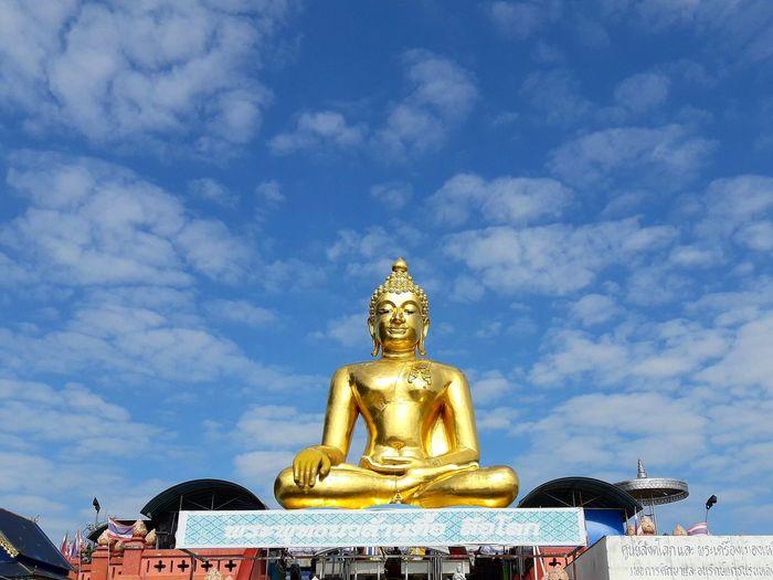 พระพุทธนวล้านตื้อ ลือโลก Statue Sculpture Gold Gold Colored Religion Royalty Spirituality Place Of Worship Sky Architecture