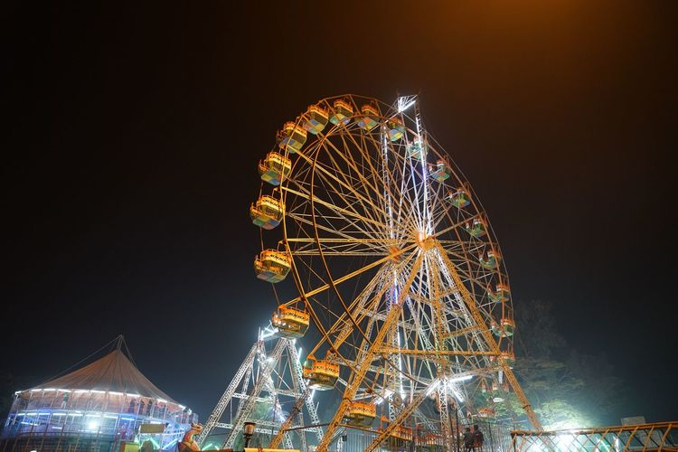 Amusement Park Amusement Park Ride Architecture Arts Culture And Entertainment Carnival Carnival - Celebration Event Circle Enjoyment Fairground Ferris Wheel Fun Gaya At Night Gayastreet Illuminated Leisure Activity Low Angle View Motion Nature Night Nightlife No People Outdoors Sky Spinning