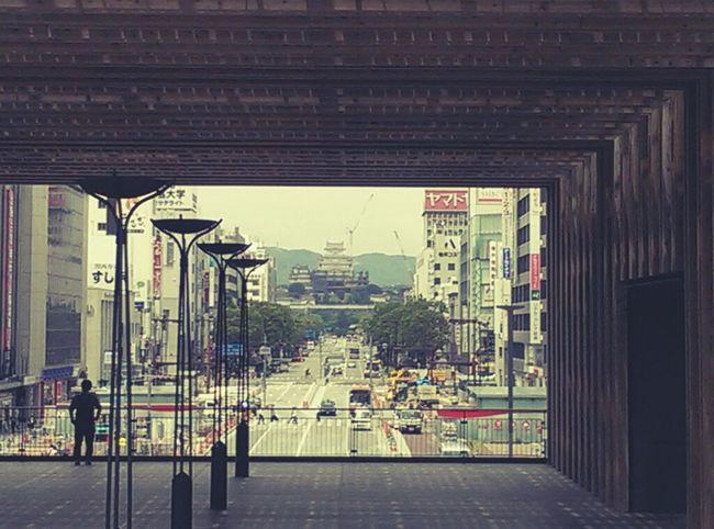 向こうに見えるは姫路城。