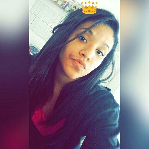Bem leonina, menina, mandona, linda, sabe da sina, mina valentona, fina, cheia de razão, rainha 👑🎶