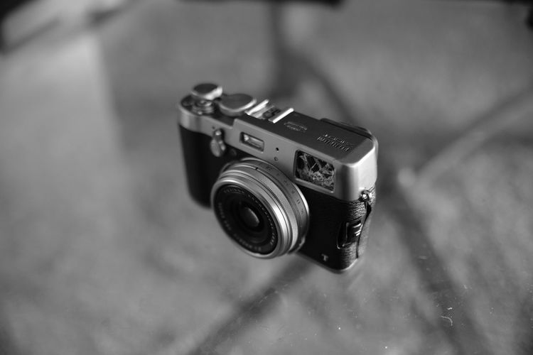 Camera - Photographic Equipment Close-up Day Digital Camera Digital Single-lens Reflex Camera No People Old-fashioned Outdoors Photographic Equipment Photographing Photography Themes Retro Styled SLR Camera Technology
