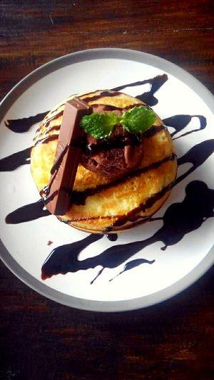 Sweetness overload 😁 Food Porn Awards Sweetnessoverload Chocolate♡ Pancakes! Kitkat Dessertporn Foodporn Yummy In My Tummy Lovelovelove Foodphotography
