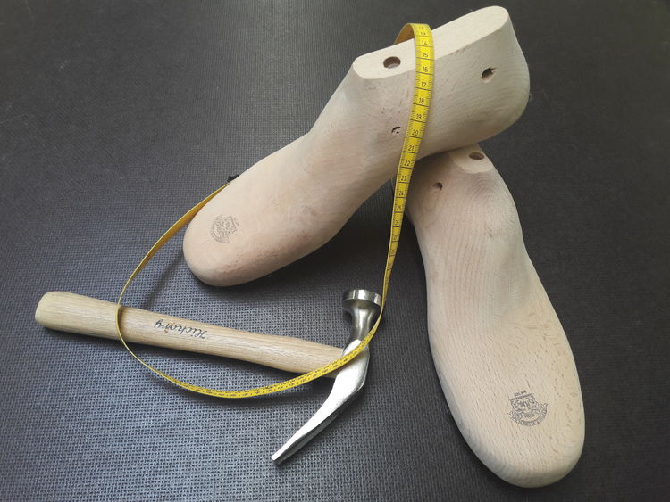 EyeEm Selects Handwerk Handwerkskunst Handwerker Leisten No People Arbeit Close-up Indoors  Day Work