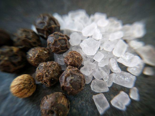 Close-up No People Food Healthy Eating Sea Salt Salt Pepper Salt And Pepper Food And Drink Crystal Salt Salt - Mineral Seasonings Macro Peppercorns Pepper - Seasoning Flavor Flavour Seasalt Freshness Nature