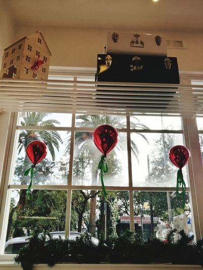 Punti di vista #christmastime Windows Window View Panoramic View Streetphotography Street Scenary Station Local Food Baloons Bag No People Day Christmas Decoration Close-up