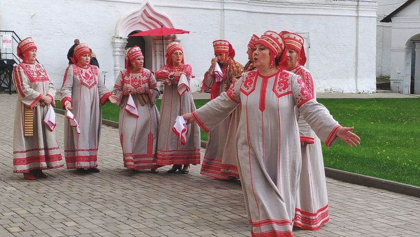 Traditional Clothing Red Tradition Period Costume Day Stage Costume People Outdoors Cultures Community Adult Full Length фестиваль