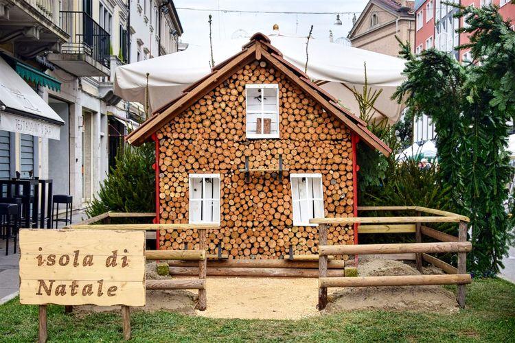 Isola di Natale Natale  Cristmas Mercatinidinatale MerryChristmas Mercatino Di Natale Casetta Di Legno Casetta