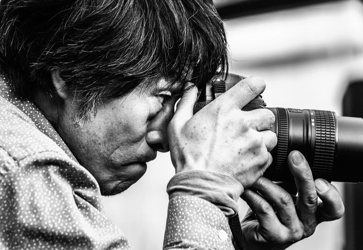 Photojournalist - Tokyo Street Photography Japan Check This Out Eye4photography  Pepole EyeEm Best Shots - People + Portrait Japan Photography Black And White Black & White Monochrome EyeEm Best Shots - Black + White NEM Black&white BW Collection Photographer Photograph Streetphoto_bw Up Close Street Photography