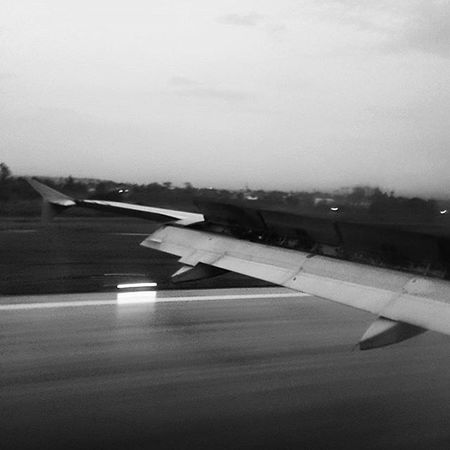 The part where I get scared everytime I ride the plane. Planelanding Cebupacific Wanderkat