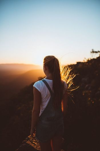 100 Days Of Summer Light Real People Sunset Nature One Person Outdoors Tumblr Tumblrgirl EyeEm Nature Lover EyeEmNewHere Portrait Portrait Of A Woman Beauty In Nature The Traveler - 2018 EyeEm Awards The Great Outdoors - 2018 EyeEm Awards
