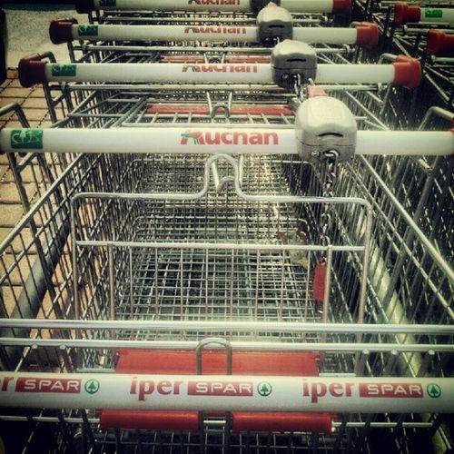 L'Auchan ciulla i carrelli di Iperspar? WTF Auchan Iperspar Catania igerscatania
