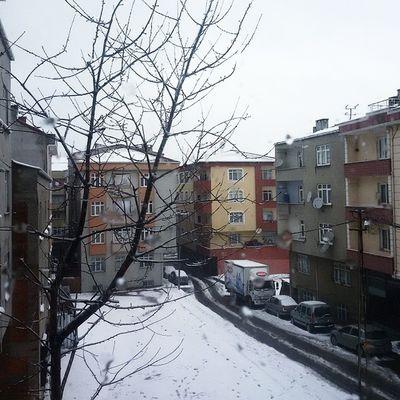 اللهم اجعل قلوبنا بيضاء مثل هذا الثلج ثلج اسطنبول تركيا Yüzyıl Bağcılar kar istanbul Türkiye